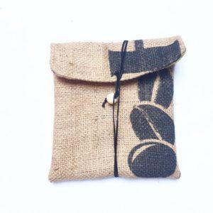 Pochette en sac de café – Grains de café