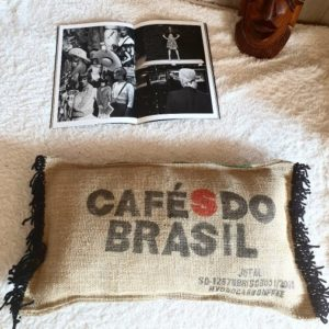 coussin en sac de café toile de jute CAFES DO BRASIL